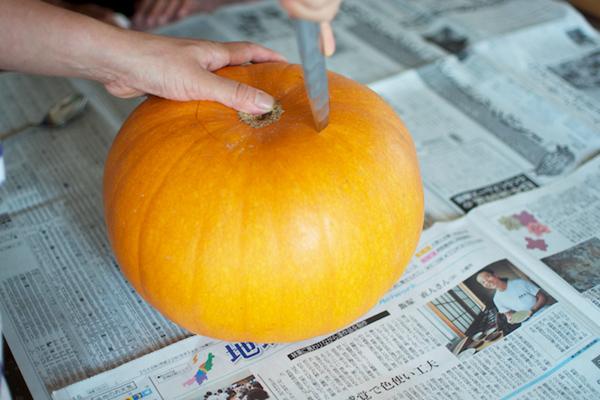ハロウィンかぼちゃの作り方([2]底を切り抜く)