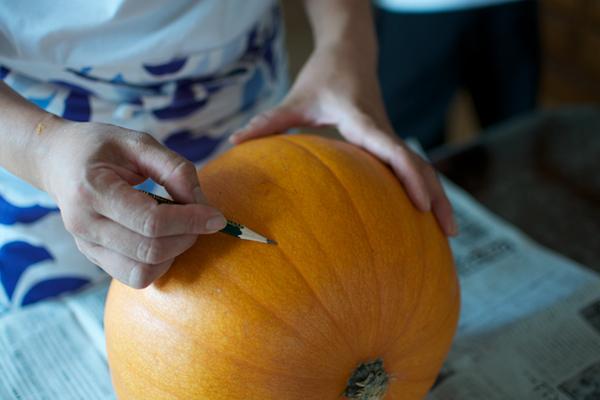ハロウィンかぼちゃの作り方([4]顔の下書き)