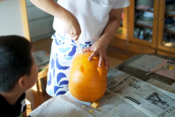 ハロウィンかぼちゃの作り方([5]顔を切り抜く)